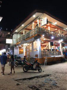 夜のエルニドビーチ